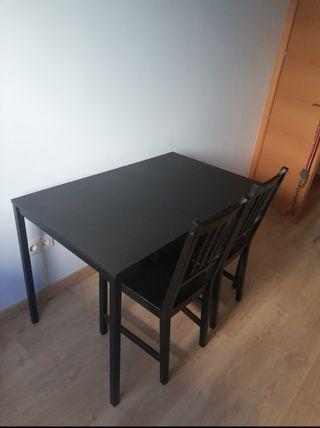 Mesa y dos sillas Ikea