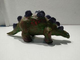 Dinosaurio pintado a mano