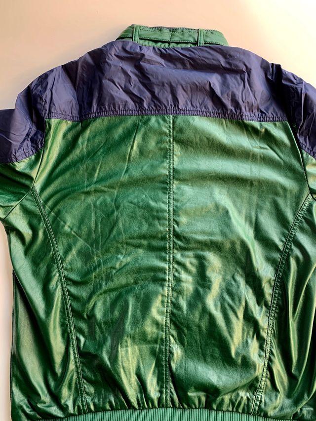Cazadora verde y azul BERSHKA Talla XL