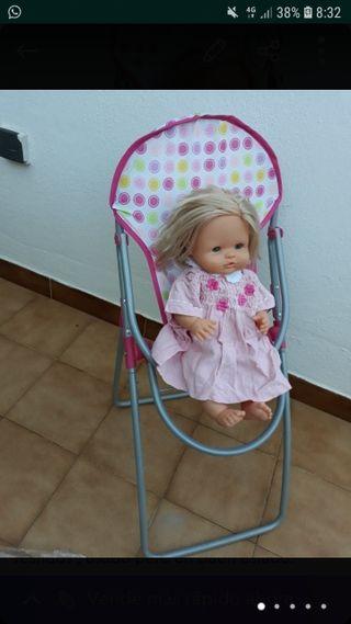 muñeca de famosa con silla
