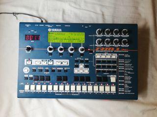 Yamaha RM1x secuenciador/sintetizador + USB