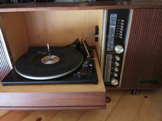 radio-tocadiscos antiguo