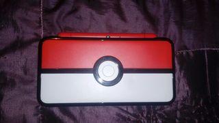 Nintendo 2DS XL con Pokemon Luna y funda