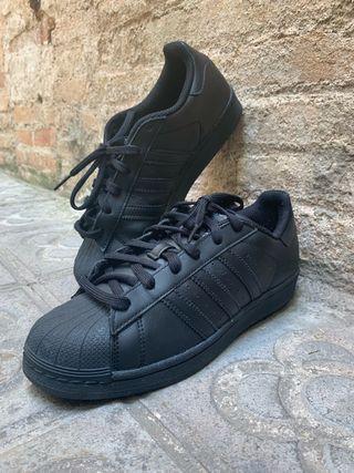 Segunda Zapatillas Negras Adidas Mano De En Barcelona Wallapop thrsQdCx