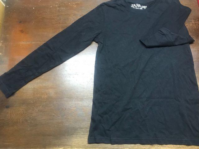 d49e6d3b2457 Camiseta negra lisa manga larga chico de segunda mano por 5 € en ...