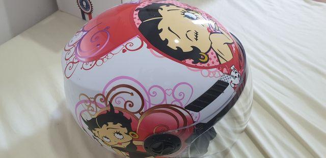 casco Shiro de betty boop.