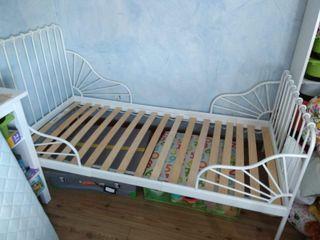 Cama infantil extensible, colchón incluido.