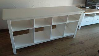 Aparador o mueble para television, de IKEA. Color