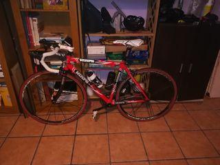 Se vende bicicleta de carretera.