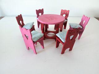 juego de sillas y mesa en miniatura de madera hech