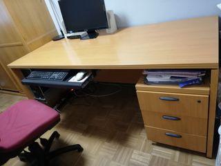 Mesa de oficina/estudio con silla (opcional)
