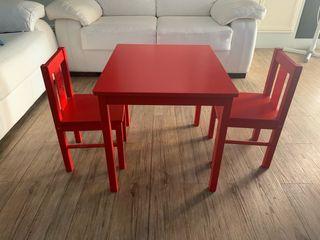 Mesa y sillas rojas ikea con mueble a juego