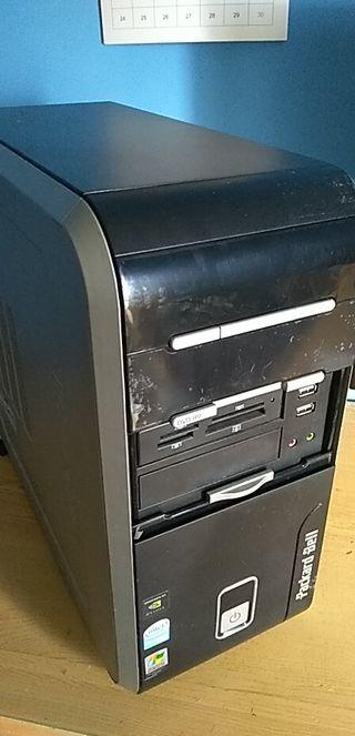 PC sobremesa con monitor, teclado y raton win7