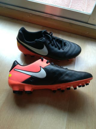 botas de fútbol Nike Tiempo