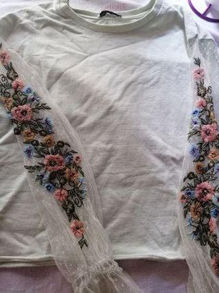 sudadera con motivos florales