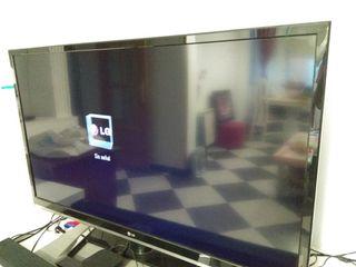 "TV LG 43"" seminuevo"
