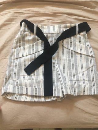 Shorts de lino talla xs con cinturón