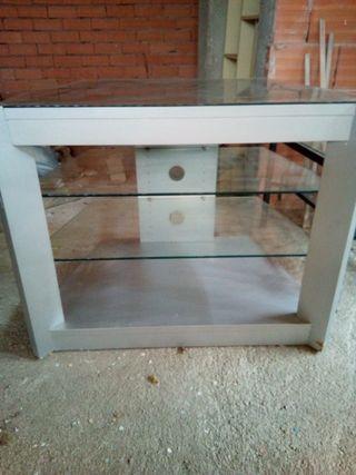 mesa de TV con estantes de cristal, con ruedas