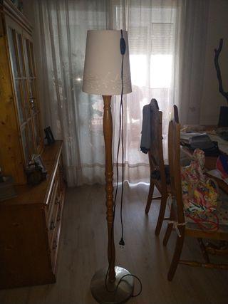 Lámpara torneada de pie, de alto 1,50metro con u