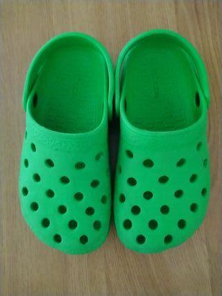 zuecos tipo crocs 31