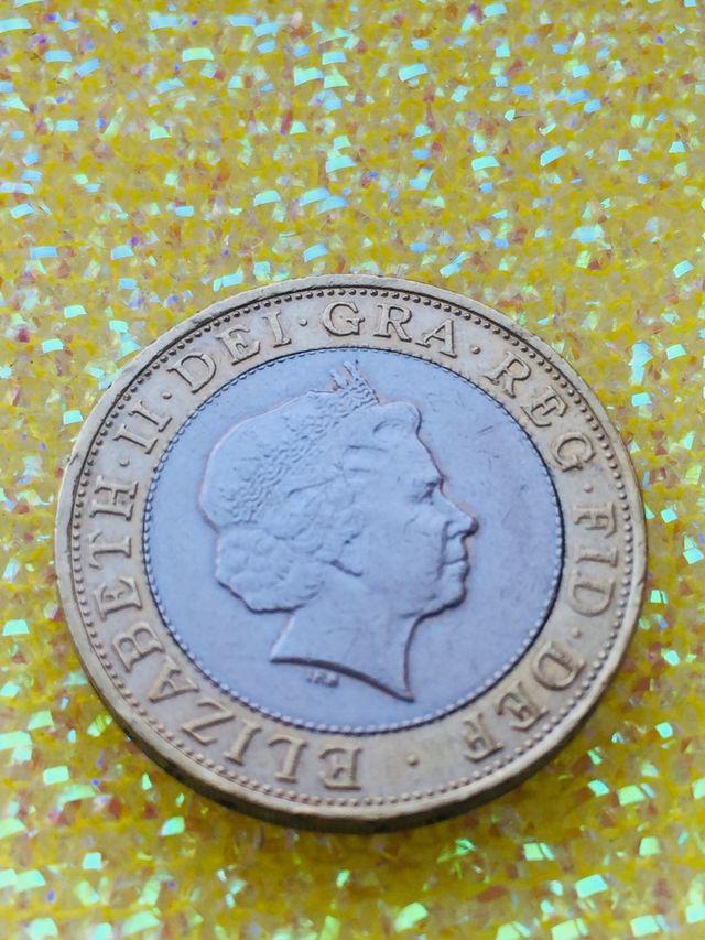 2 pound coin Paddington station 2009.