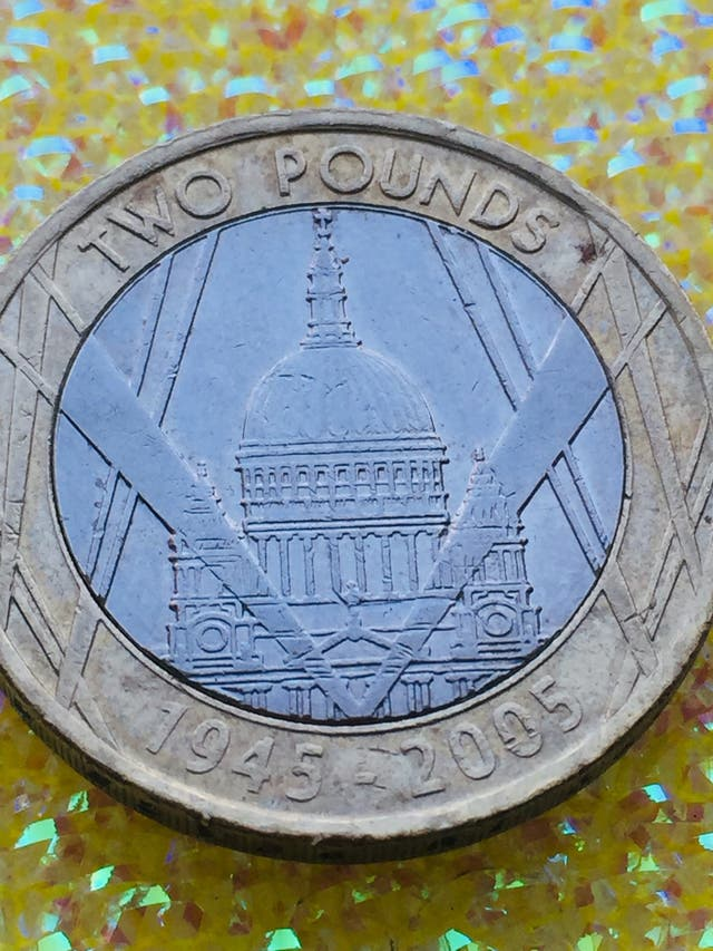2 pound coin the end of Second World War 2005.