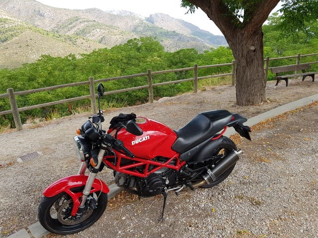 Ducati Monster 695 limitada A2