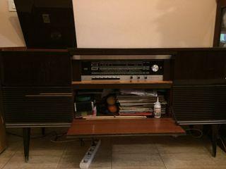 Mueble tocadiscos-radio Grundig