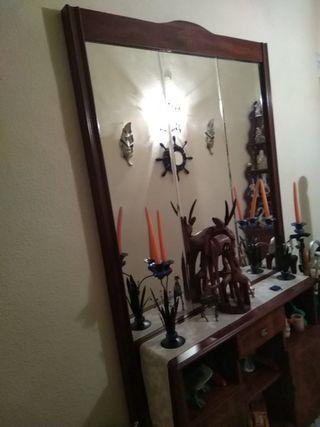 Mueble de entrada de madera con espejo