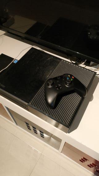 Xbox One SemiNueva 1 año de uso