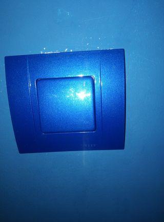 Se personalizan enchufes y llaves de luz.