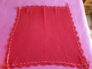 Manta Bebe Roja hecha a mano 90x90cm