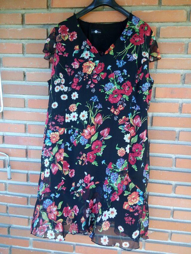 Vestido Flores Tallas Grandes Negro Talla 46 De Segunda Mano Por 25 En Mostoles En Wallapop