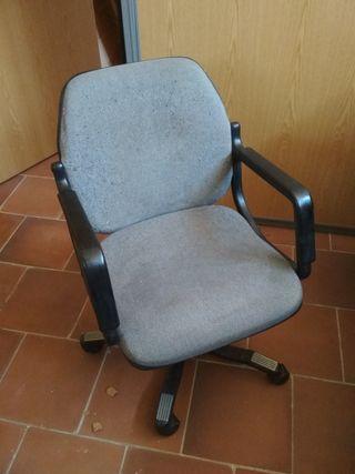 silla de oficina con ruedas de La Oliva
