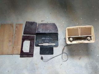 Radio antigua IBERIA para piezas de repuesto