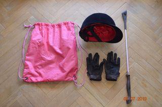 Cascos, fusta, guantes y bolsa equitacion