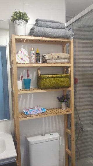 Estanteria de baño de madera