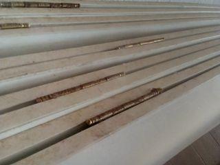 40 paneles unidos por bisagras de 2 en 2