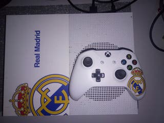 Xbox one S 500gb Edic. Real Madrid+ 2 juegos