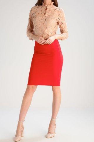 9c7566b46 NUEVA falda roja tubo clásica de segunda mano por 9 € en Dos ...