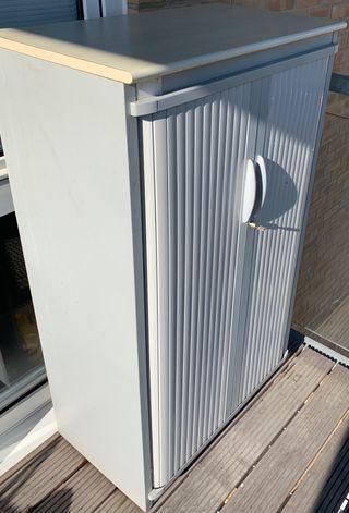 Robust metallic cupboard with sliding doors