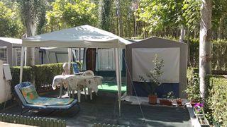 Caravana instalada en camping de Leon