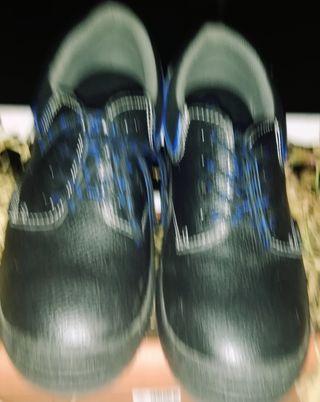66ccc65edc0 Zapatos de seguridad de segunda mano en Murcia en WALLAPOP