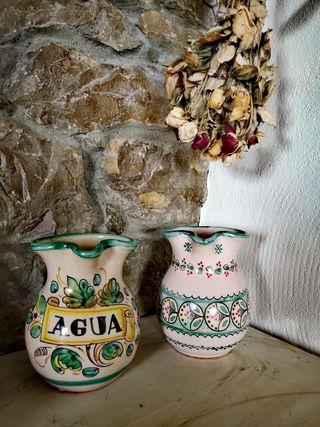 Jarras de cerámica pintadas a mano