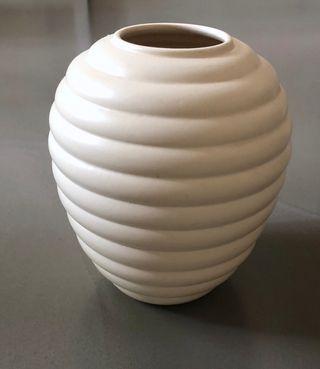 """vase """" S'element"""" crème de forme ronde et oblongue"""