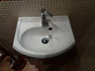 mueble lavabo pequeño con espejo