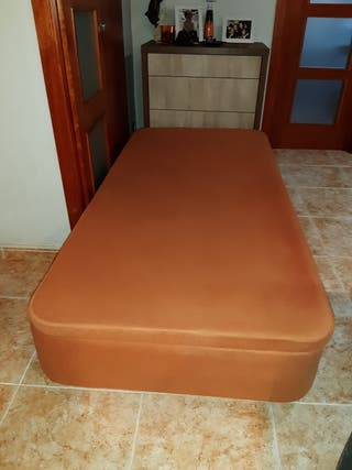 Canapé individual abatible.