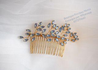 Tocado Artesanal de Opal en tono azul ,para novia