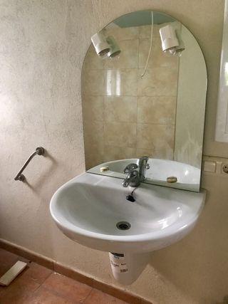 Lavabo Roca + aixeta + mirall amb llums