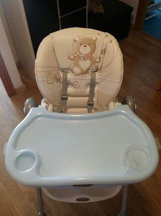 Trona bebé. Marca Brevi